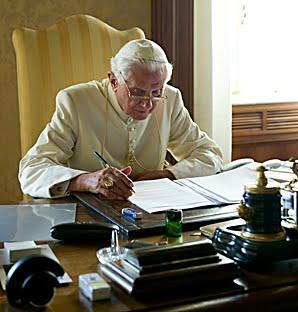 Benedetto_XVI,seduto